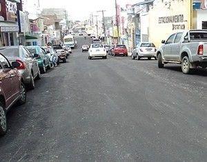 Estudantes e comerciantes reivindicam faixa de pedestre na Rua Rui Barbosa  em Santo Antônio de Jesus. Em contato com o repórter Sidney Silva da Rádio  Andaiá ... b40c9b007b
