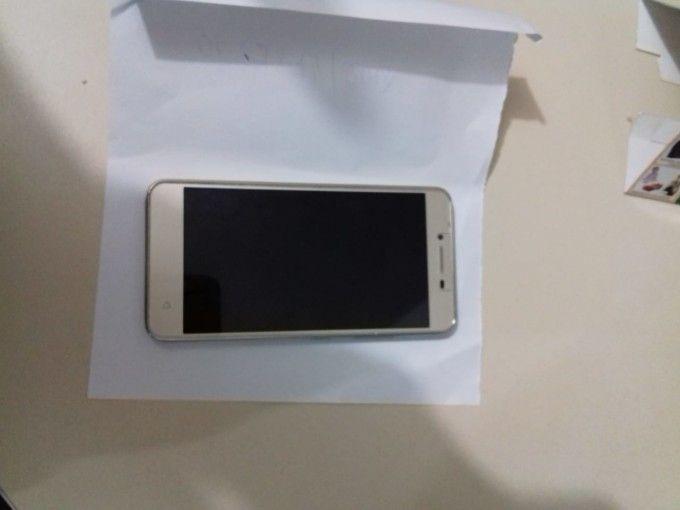 0156a4dde Na tarde desta quarta-feira (11), policiais militares de Varzedo detiveram  um adolescente de 17 anos por ter furtado um celular em uma loja no centro  de ...