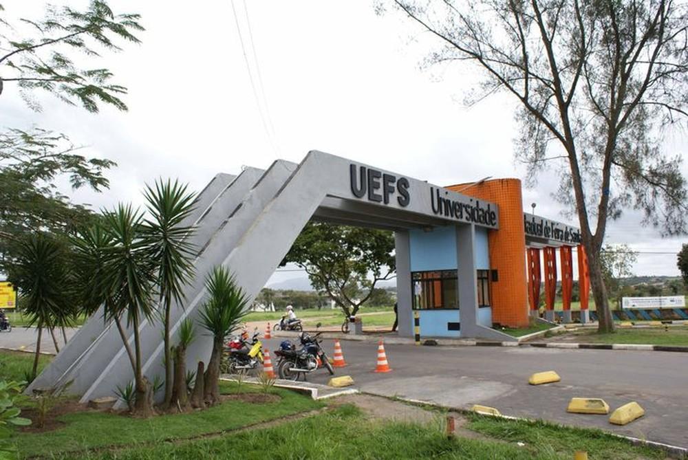 Uefs se manifesta em repúdio a corte de verbas à Ciência