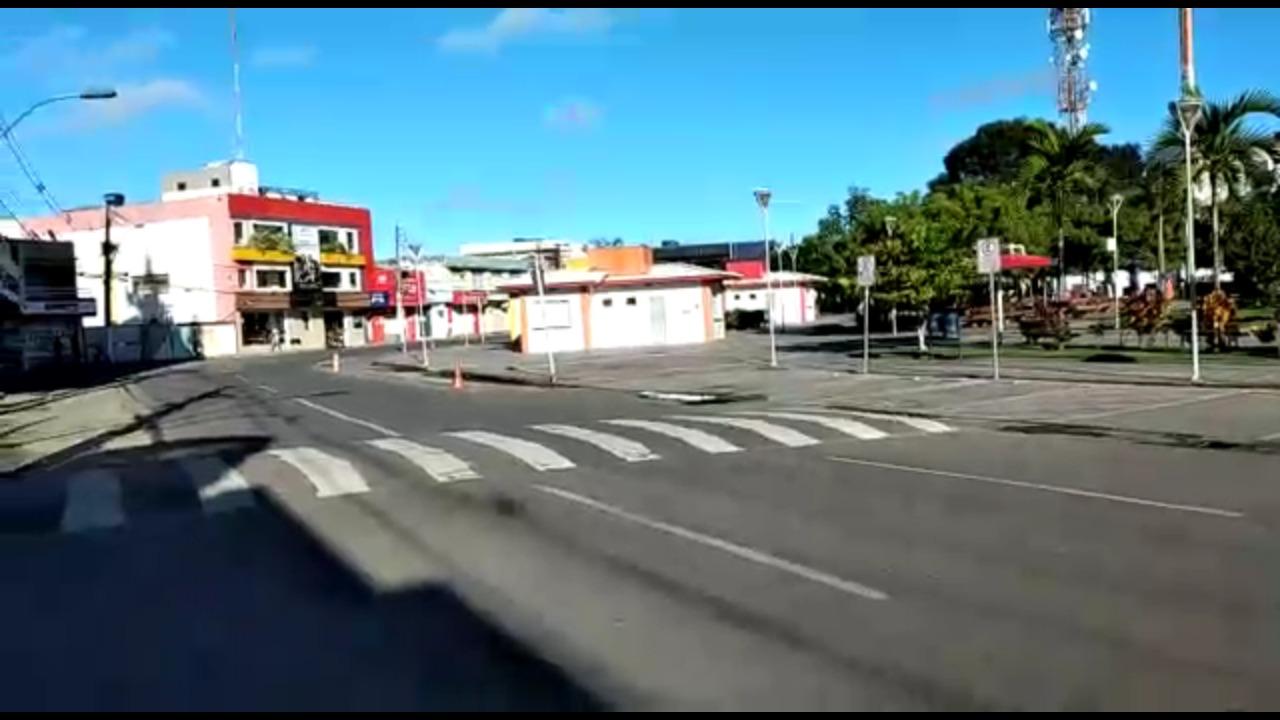 Centro de SAJ amanhece vazio após prefeitura interditar ruas ...