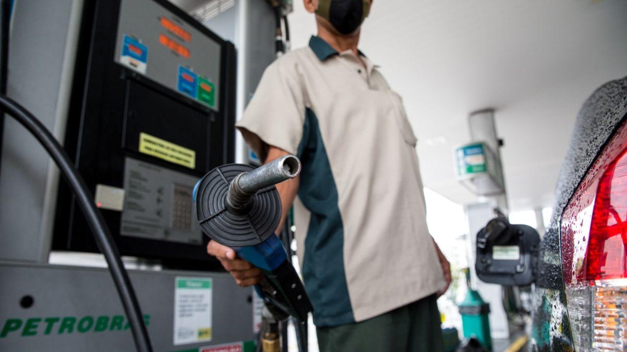 Projeto que fixa valor do ICMS sobre combustíveis é aprovado