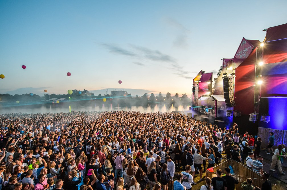Quase mil são infectados por Covid-19 em festival
