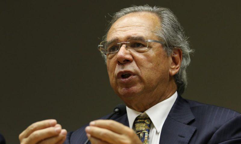 Guedes defende vender ações da Petrobras e usar dinheiro no combate à pobreza