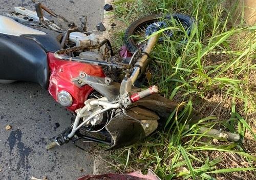 Acidente entre moto e carro deixa uma pessoa gravemente ferida na BA-026