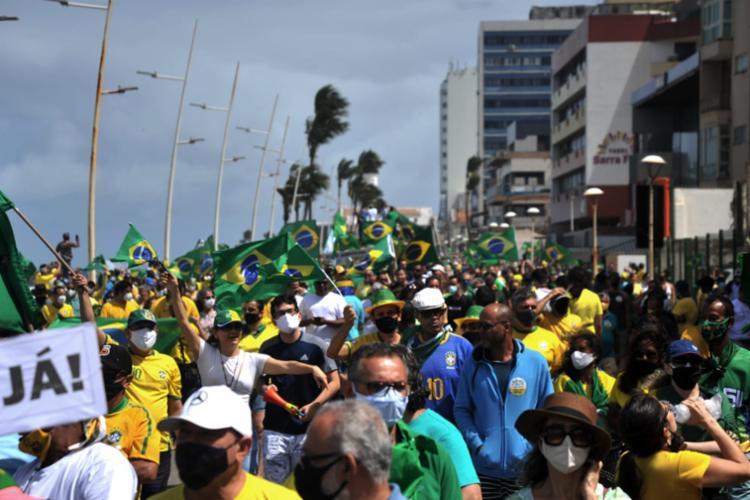 Manifestantes realizam ato em defesa de Bolsonaro e voto impresso