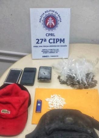 Suspeitos de tráfico fogem e abandonam mochila  cheia de drogas