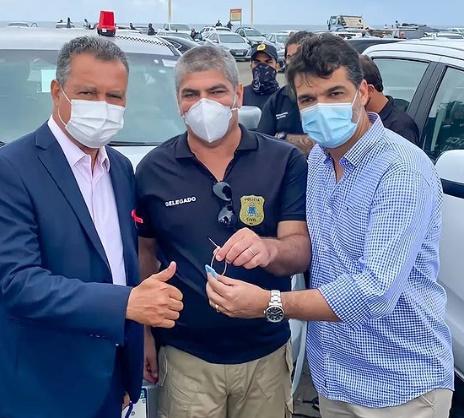 Ex-prefeito e vice-prefeito de SAJ participam de entrega de viaturas para a Polícia Civil