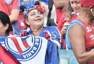'Tonha Mamusca' se emociona com a volta da torcida aos estádios